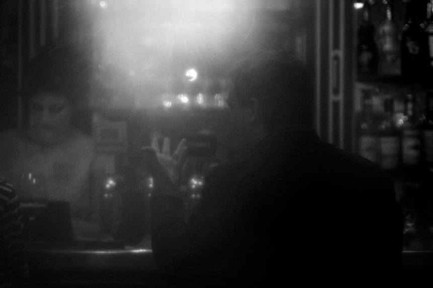 Photo noir et blanc dans un bar à Lyon