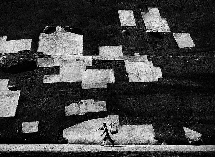 un marqueur d'échelle en photo de rue