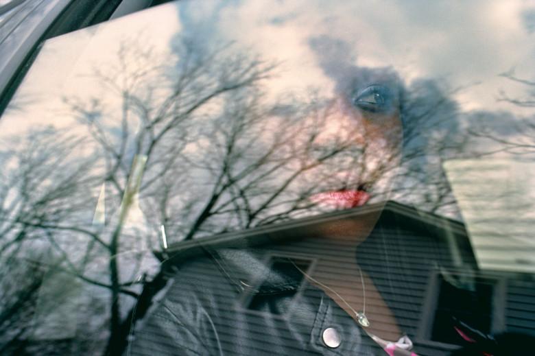 reflet dans une vitre de voiture